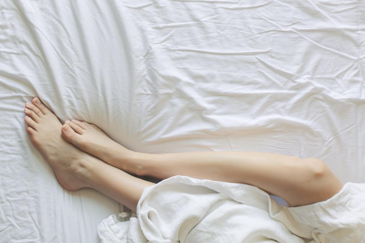 man's an womans legs on the memory foam mattress